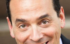 To celebrate anniversary, foundation brings best-selling author Dan Pink